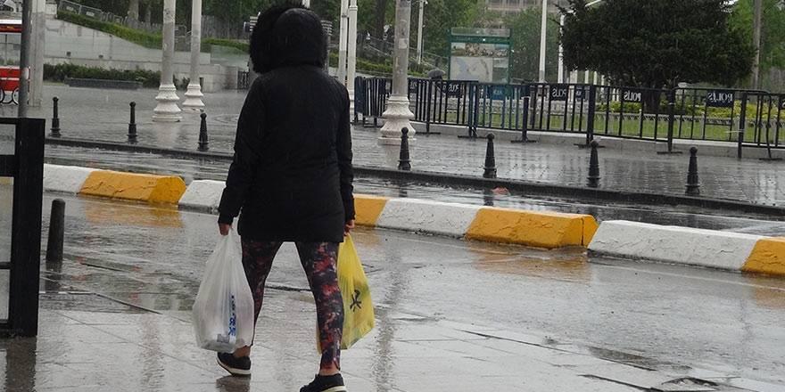İstanbul Taksim'de önce şiddetli yağmur, sonra güneşli hava 1
