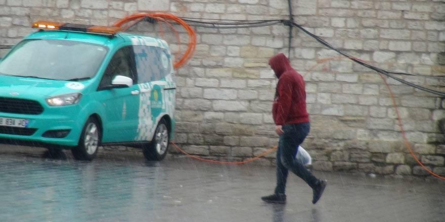 İstanbul Taksim'de önce şiddetli yağmur, sonra güneşli hava 2