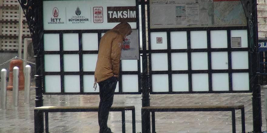 İstanbul Taksim'de önce şiddetli yağmur, sonra güneşli hava 4