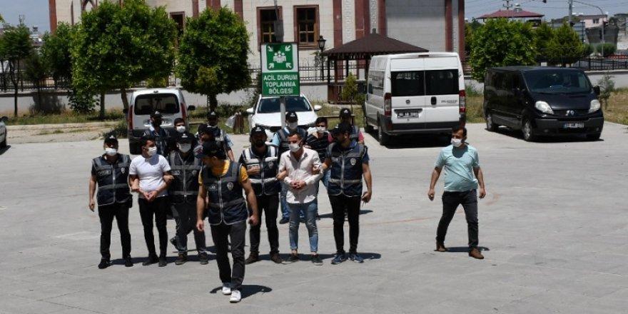 Mersin'de masum kadının katil zanlıları adliyeye sevk edildi