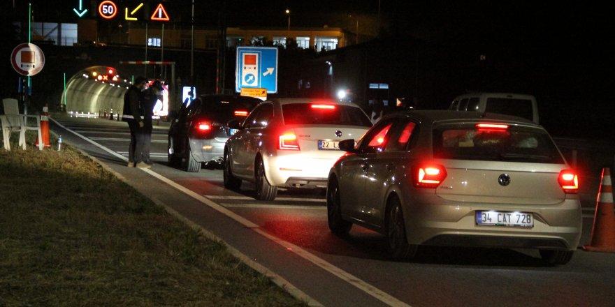 İzmir-Manisa arası seyahat başladı! Sokağa çıkma kısıtlaması bitince yollar doldu