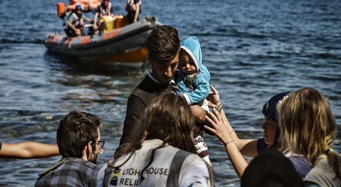Yunanistan sığınmacıları engellemek için Ege Denizi'ne yüzen barikat yerleştirecek
