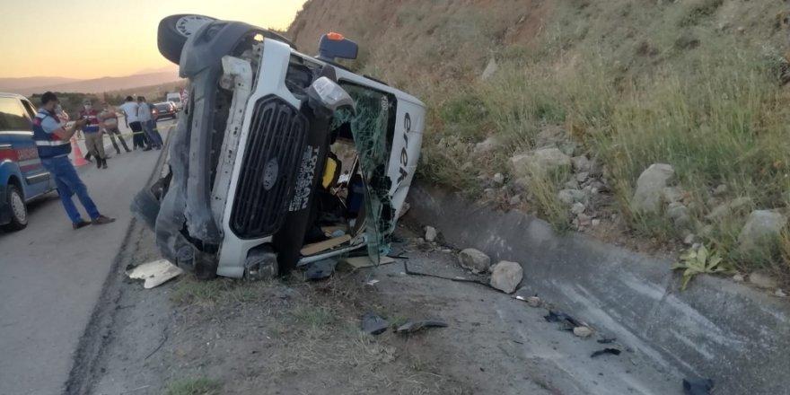 Tokat'ta minübüs devrildi 16 yaralı