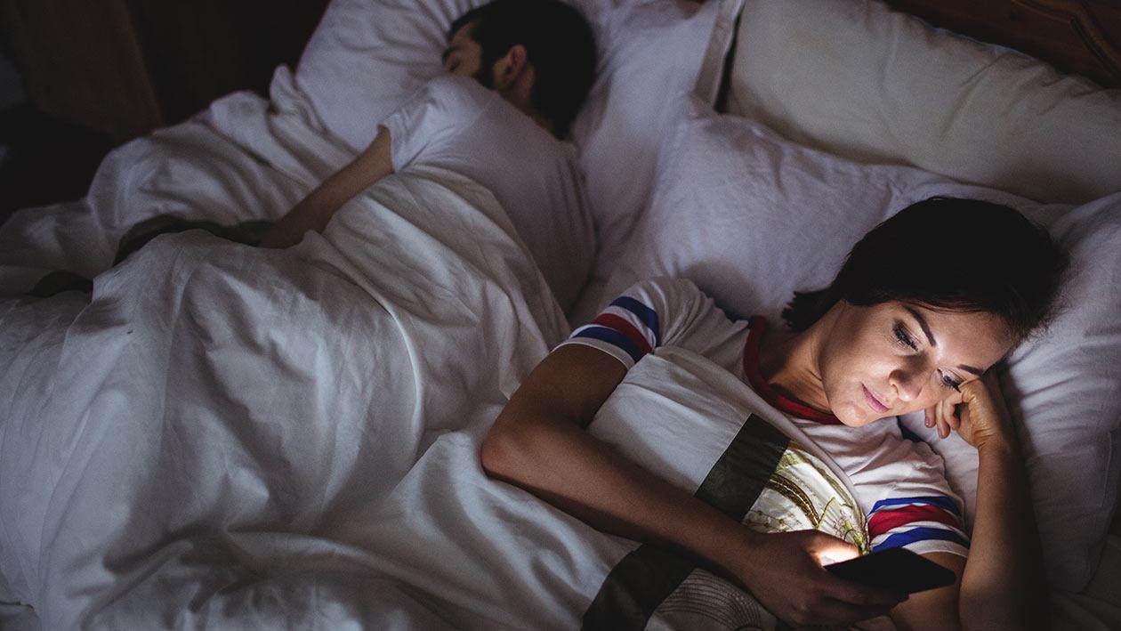 Sevgiliniz, eşiniz bu davranışları yapıyorsa aldatılıyor olabilirsiniz! Aldatma belirtileri nelerdir?