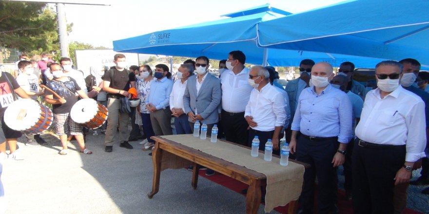 Bakan Adil  Karaismailoğlu, Silifke'de davul zurna ve pankartlarla karşılandı