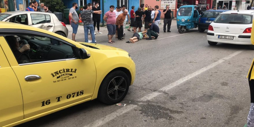Bursa'da İki otomobil arasında kaldı, ölümden döndü