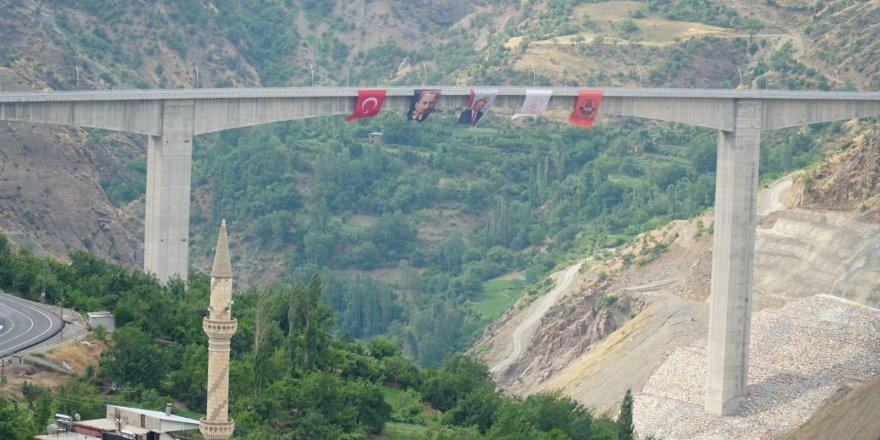 Türkiye'nin en yüksek köprüsü açılıyor! 50 yıllık hayal gerçek oldu!