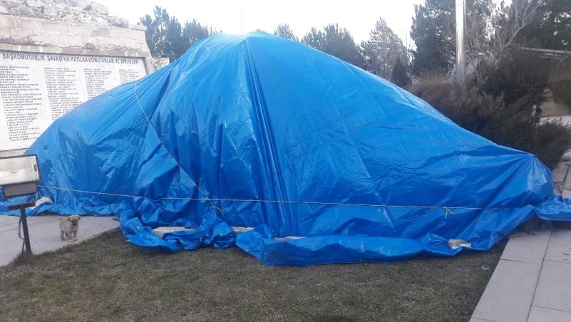 Şiddetli rüzgar nedeniyle Başkomutan Mustafa Kemal anıtı devrildi