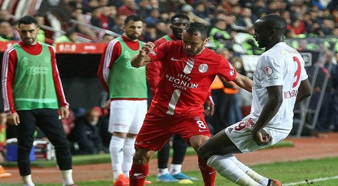Sivasspor - Antalyaspor rövanş maçının saati değişti