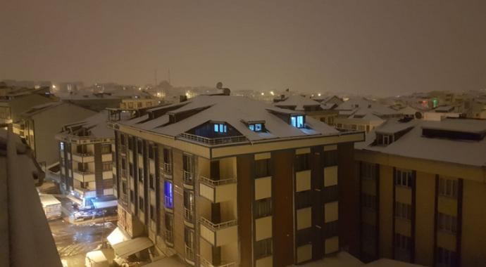 İstanbul kent geneli beyaza büründü