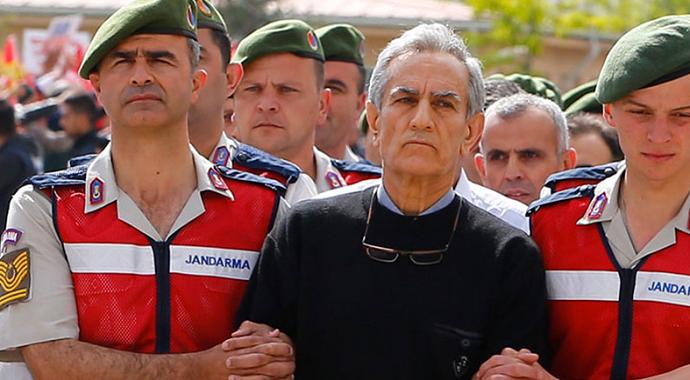 Akın Öztürk'ün FETÖ'den gözaltına alınan emir astsubayı adliyeye getirildi