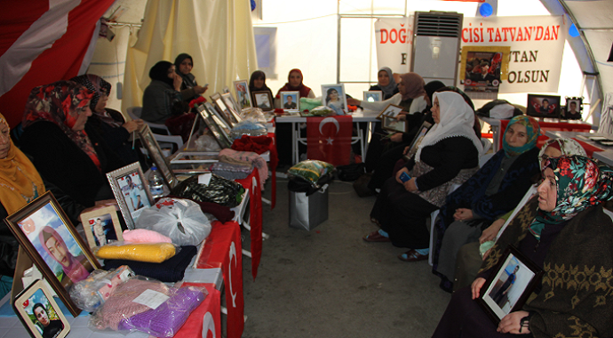 Bakan Soylu'nun ziyareti evlat nöbetindeki aileleri umutlandırdı