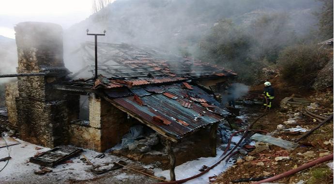Dalaman'da ahşap ev yangını