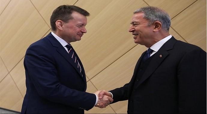 Milli Savunma Bakanı Akar, NATO zirvesinde mevkidaşları ile bir araya geldi