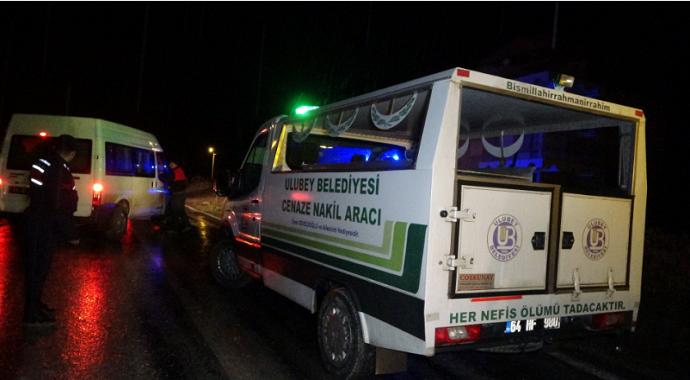 Uşak'ta çekici ile tankerin çarpışması sonucu meydana gelen kazada 1 kişi öldü, 1 kişi yaralandı.