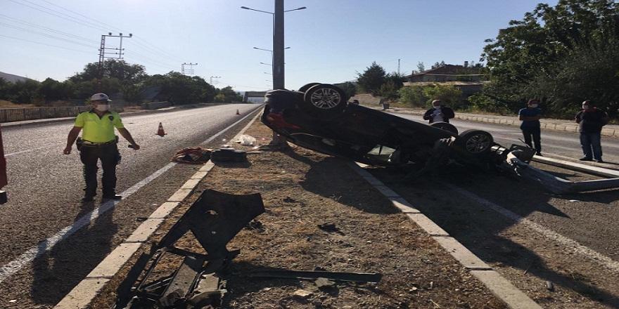 Direksiyon hakimiyetini kaybeden otomobil takla attı 1 kişi yaralandı