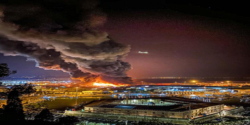 İtalya'nın Ancona şehrinde limanda patlama sonrası yangın