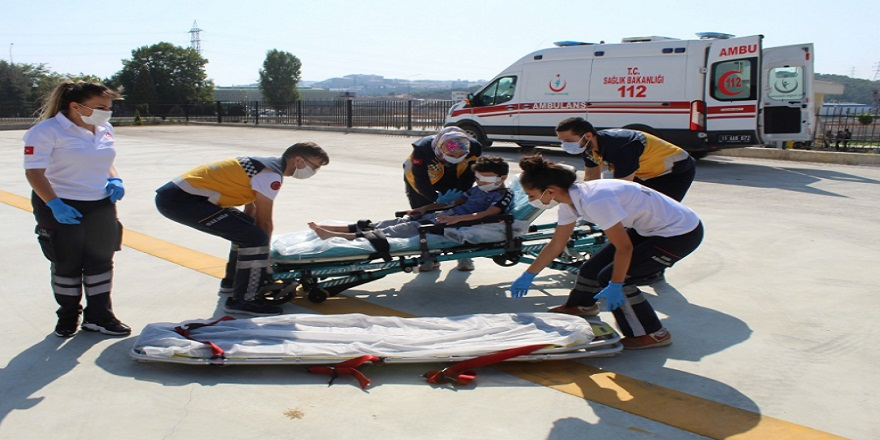Gözünden yaralan çocuk için ambulans helikopter sevk edildi