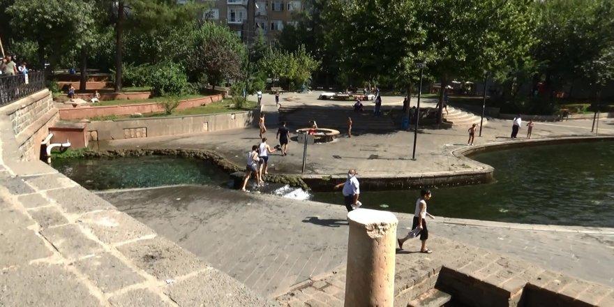 Diyarbakır Sur'da çocuklar korona virüsü hiçe saymaya devam ediyor