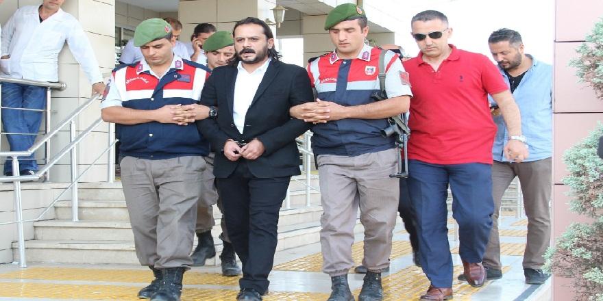 3 kişinin ölümüne sebebiyet vermekle yargılanan senarist Emrah Serbest'e 1 milyon 400 bin lira tazminat cezası