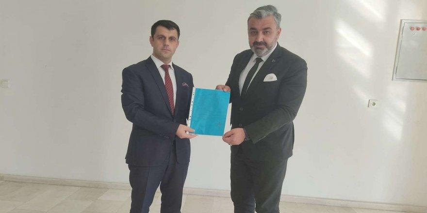 Hakkari İl Başkanı seçilen Fatih Özbek, mazbatasını aldı!