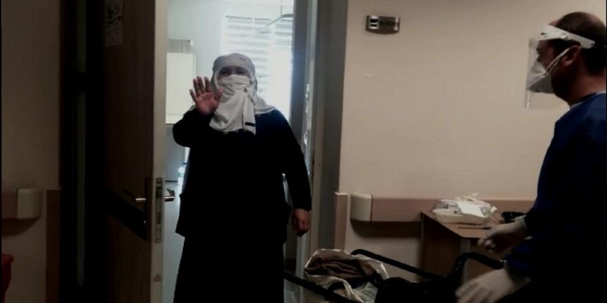 74 yaşındaki Sultan nine sağlık çalışanlarının alkışları arasında taburcu edildi