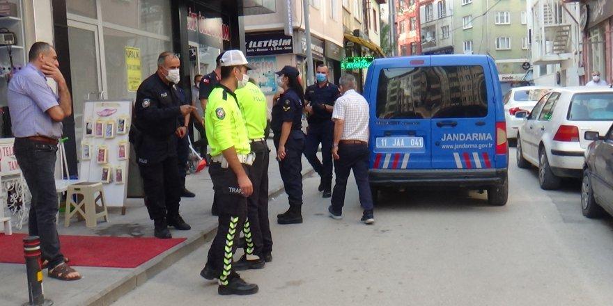Bilecik'te geri manevra yapan resmi plakalı jandarma aracı yayaya çarptı
