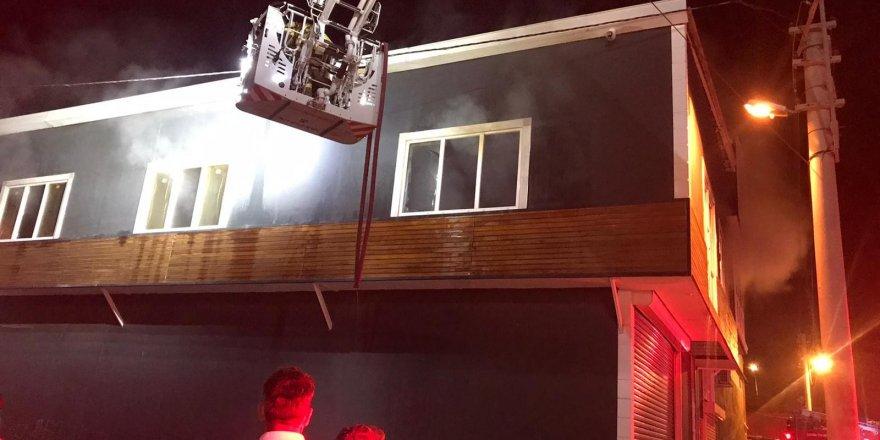 Bornova'da marangoz atölyesinde korkutan yangın