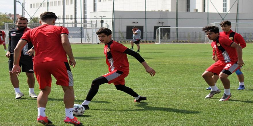 Eskişehirspor'lu genç oyuncular Altay  karşılaşmasından galip ayrılmak istiyor
