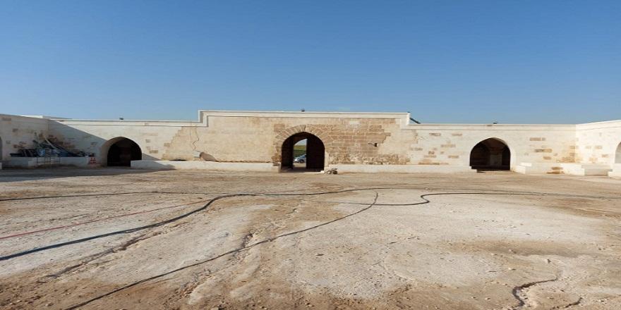 Restorasyon çalışmaları biten tarihi han kapılarını ziyaretçilere açıyor