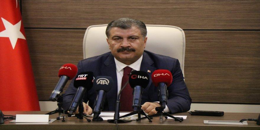 """Sağlık Bakanı Fahrettin Koca: """"Karşımızda artık 2 virüs var"""""""