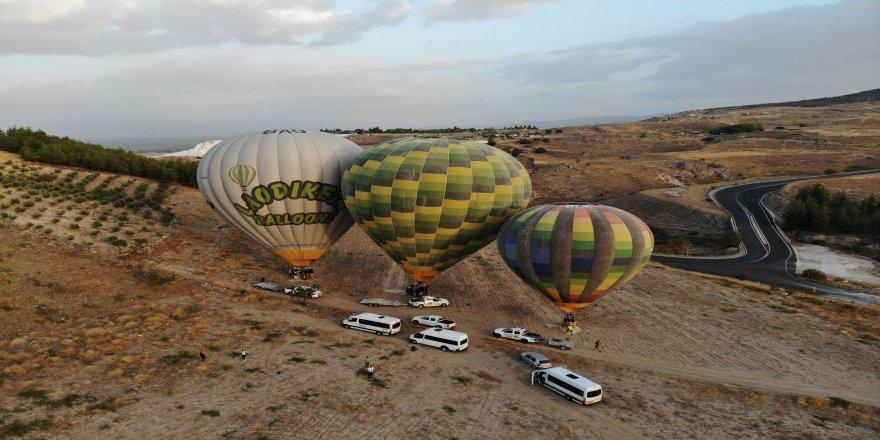 Rus turistleri, Pamukkale'de balon uçuşlarına ilgi gösterdi!