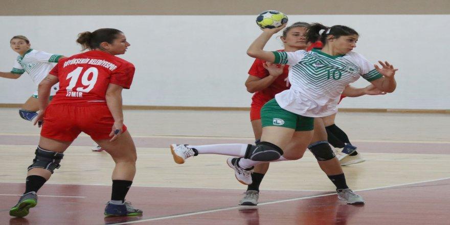 1. haftasında Kadınlar Hentbol Süper Ligi: Sivas Belediyespor: 32 - İzmir Büyükşehir Belediye: 35