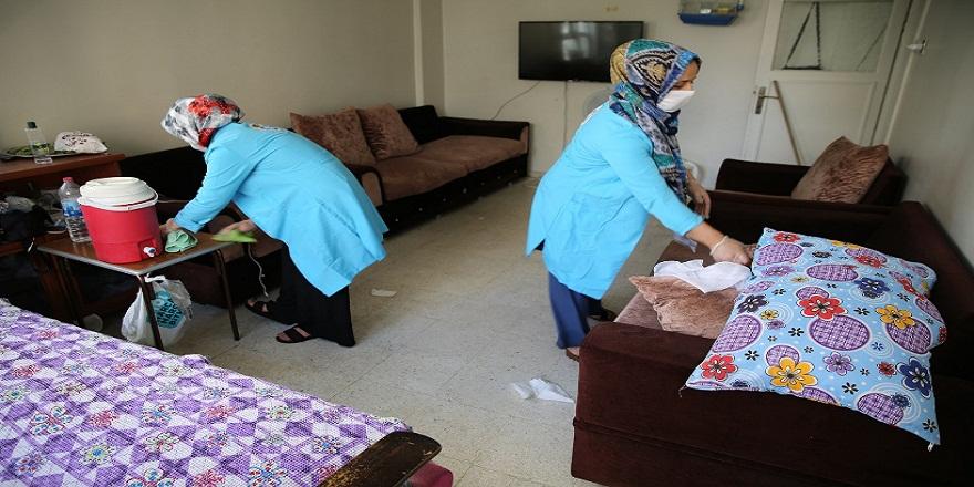 Haliliye'de yaşlı,engelli bakıma muhtaç ailelerin evleri belediye tarafından temizleniyor!