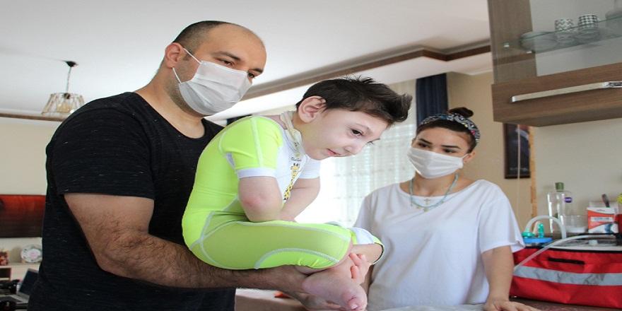 Antalya'da doktorların 3 ay ömür biçtiği minik Ata 2,5 yaşında ayaklandı