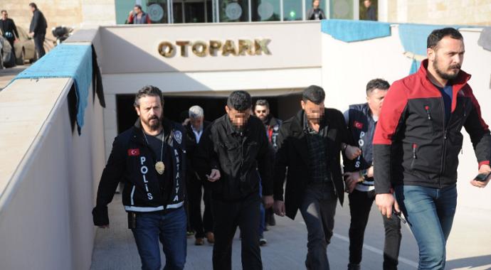 Antalya'da Suriyeli esnafın yüzüne gaz sıkıp 21 bin dolarını çaldılar