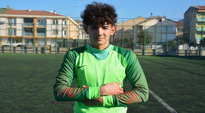Genç file bekçisi Ömer Faruk Yiğit, Bursaspor'a transfer oldu