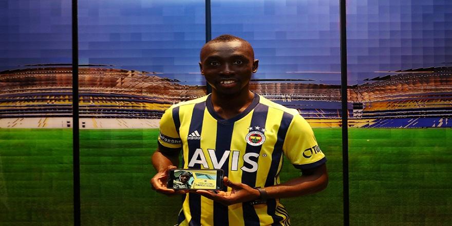 Fenerbahçe Papiss Cisse'yi renklerine bağladı
