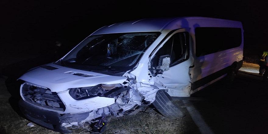 Kastamonu-Tosya karayolunda otomobil ile minibüs çarpıştı 10 yaralı