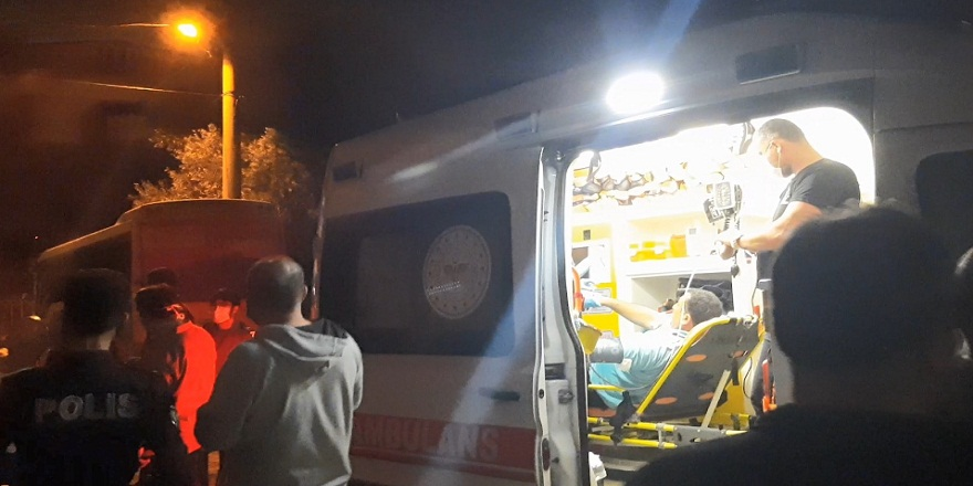 Kocaeli'de bir kişi kimliği belirsiz kişiler tarafından evinin önünde silahlı saldırıya uğradı