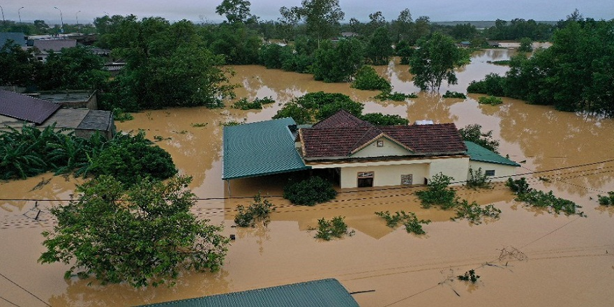 Vietnam'da yaşanan sel felaketinde ölü sayısı 90'a ulaştı