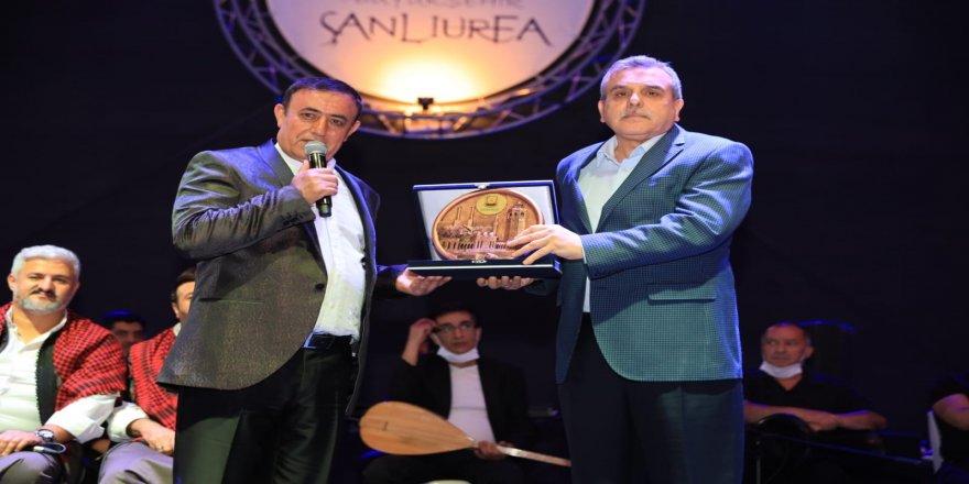 """""""Açık Hava Konserleri"""" etkinliklerinde Mahmut Tuncer hemşehrileriyle buluştu"""