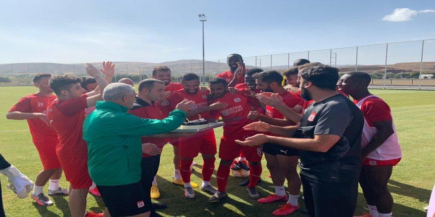 Başarılı futbolcu  Marcelo Goiano'ya, doğum günü sürprizi yapıldı