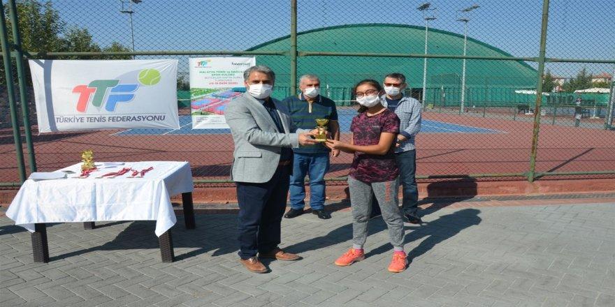 Bölge Tenis Turnuvası 4 gün süren müsabakalar sonunda tamamlandı