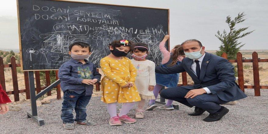 Türkiye'de bir ilk! Hababam Sınıfı'ndaki sahne gerçek oldu- Ormanda okul açıldı