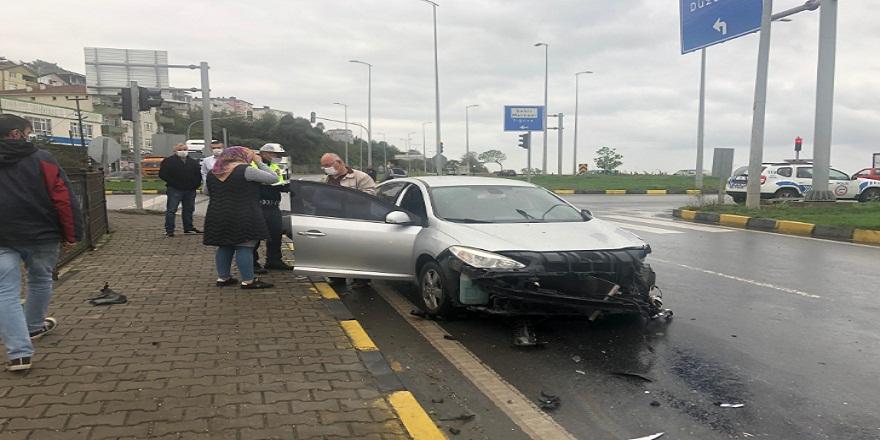 Otomobille çarpışan tırın deposundan yola dökülen mazot başka bir kazaya neden oldu