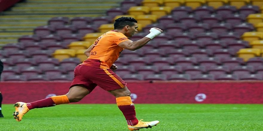 Kolombiyalı futbolcu Radamel Falcao'nun 4. gol sevinci...
