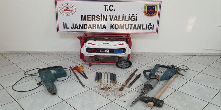 Mersin Silifke'de sit alanı içerisinde kaçak kazı yapan şahıslar suç üstü yakalandı