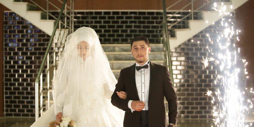Aşiret düğününde, 40 Dakikası takı töreni ile geçti