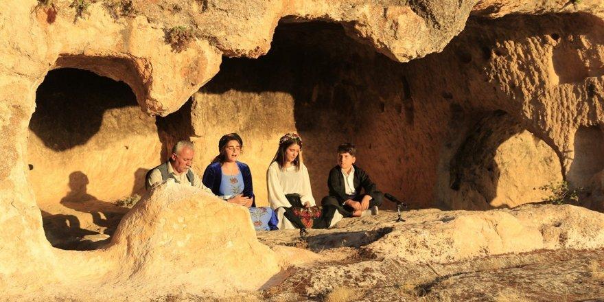 Tarihi Hasuni Mağaralarında, online konser düzenlendi